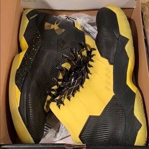 Under Armour Curry 2.5 size 10.5 black/yellow